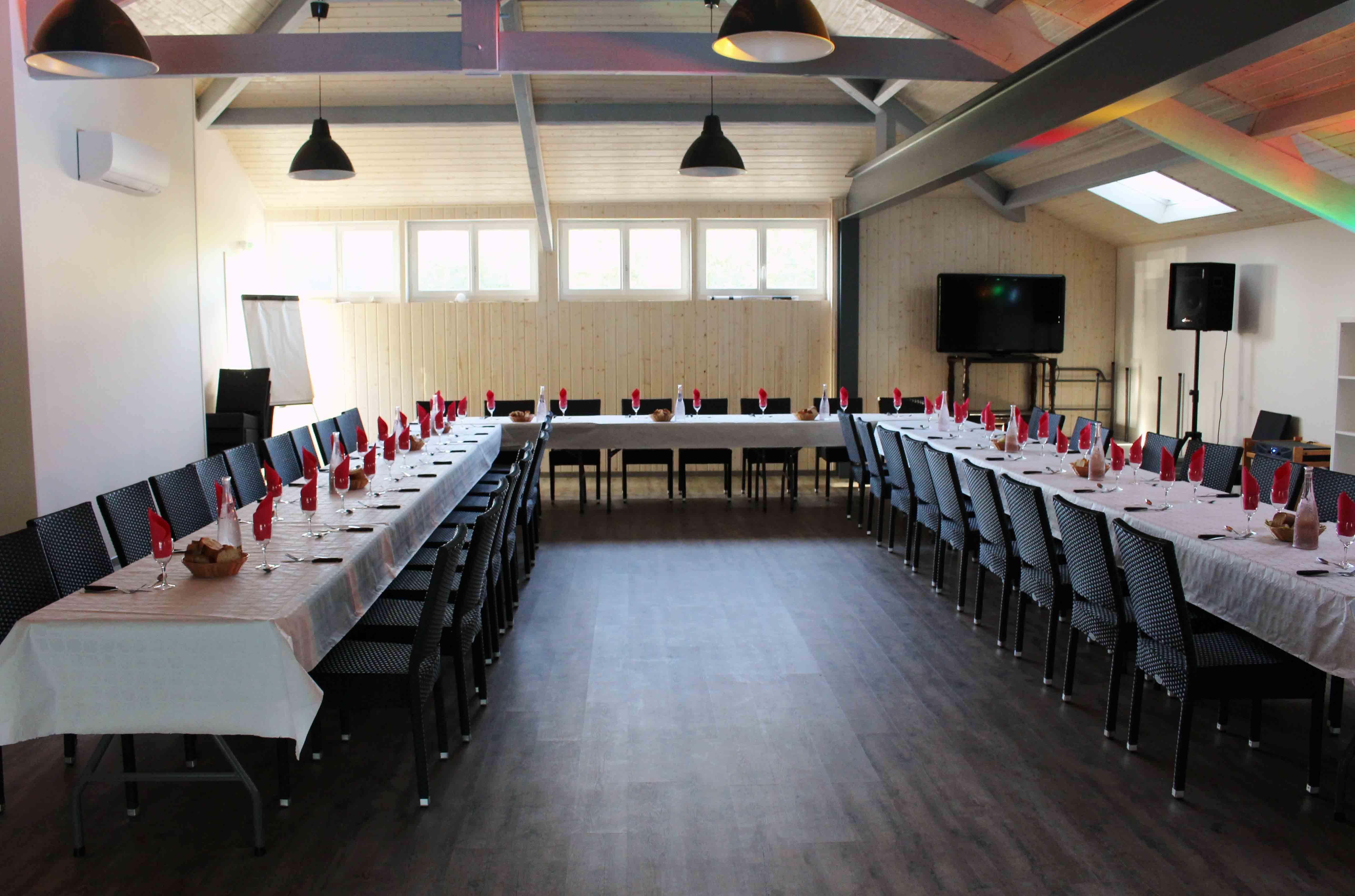 Salle De Réunion Et Hébergement De 20 à 80 Personnes Dans Le